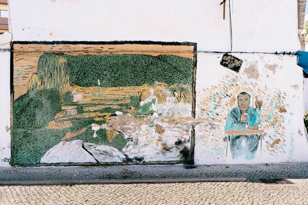 Street art on the wall of a building in Faro, Portugal / Straßenkunst an der Wand des Gebäudes in Faro, Portugal