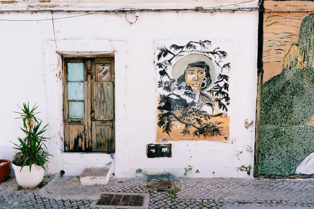 Street painting of a black woman in Faro, Portugal / Straßenmalerei einer schwarzen Frau in Faro, Portugal