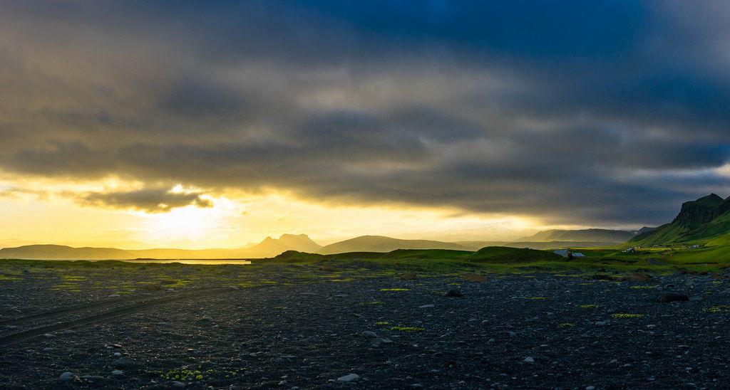 Sunset over Icelandic landscape / Sonnenuntergang über isländische Landschaft