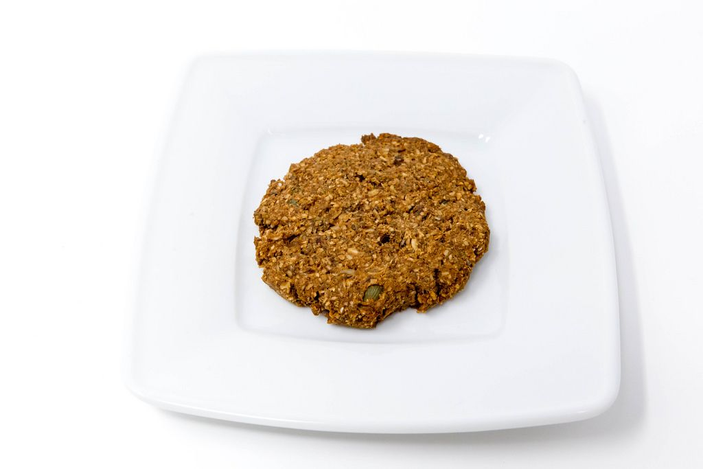 Superfood Bakery - Glow Makers Cookie auf Teller