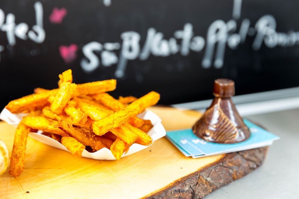 Süßkartoffel-Pommes frittiert