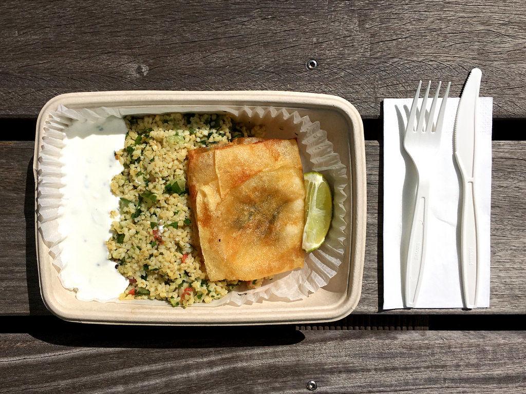Tabouleh mit Honig-Ziegenkäse im Brik-Teig und Raita