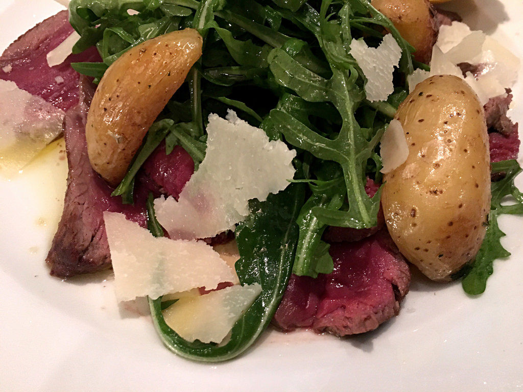 Tagliata Toscana: Rind mit Ruccola und Rosmarinkartoffeln