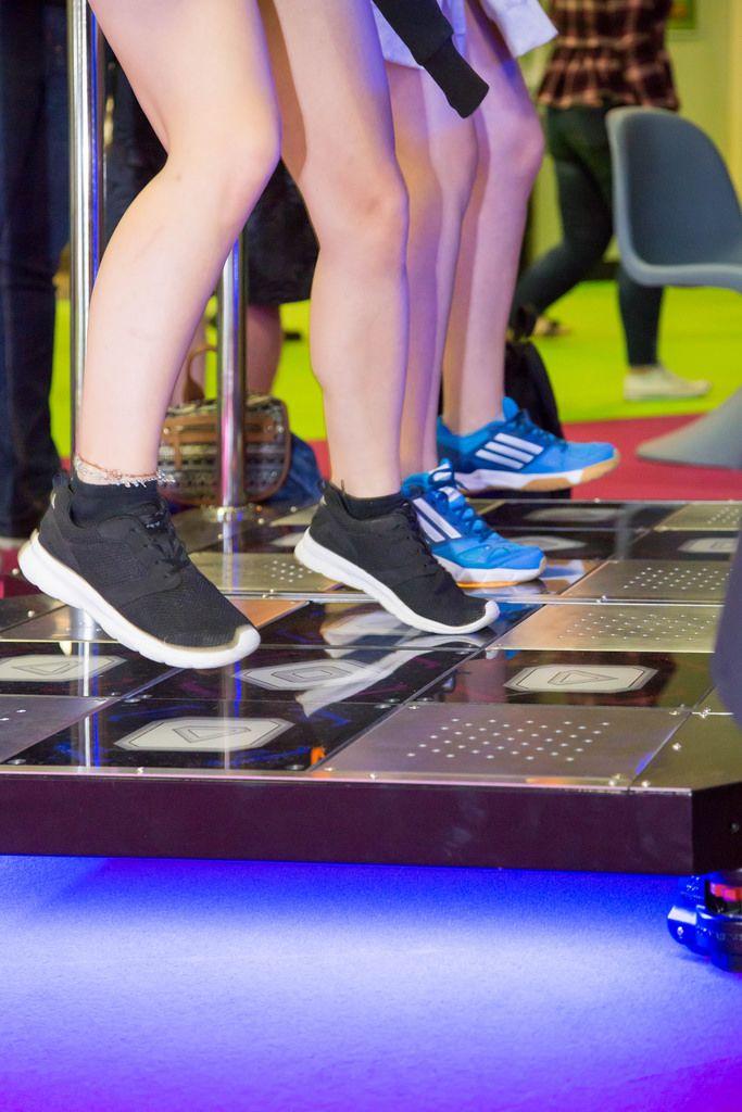 Tanzen auf dem Tanzautomat Gamescom 2017