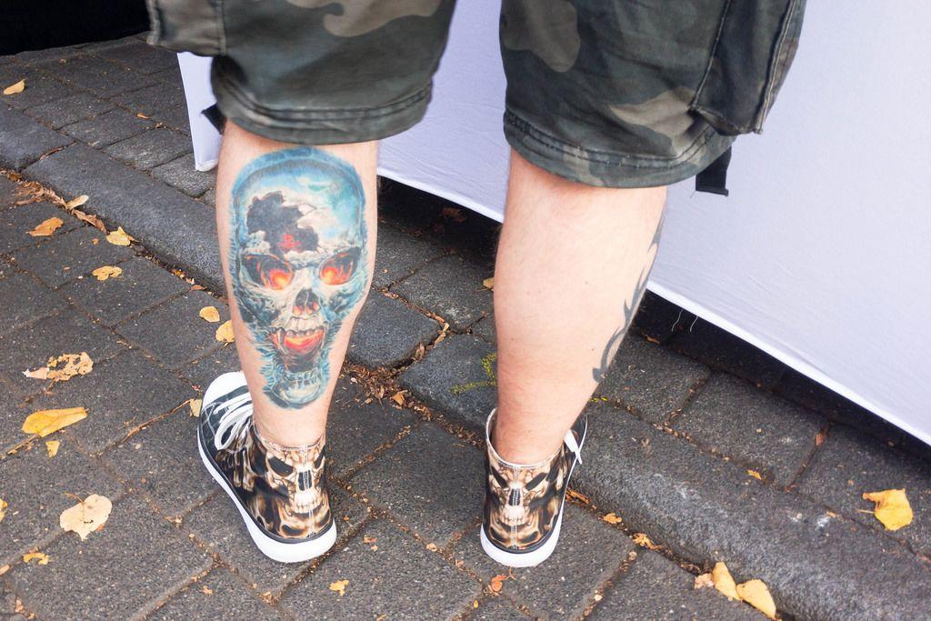 Tattoo mit dämonischem Totenschädel - Straßenfest, Käln