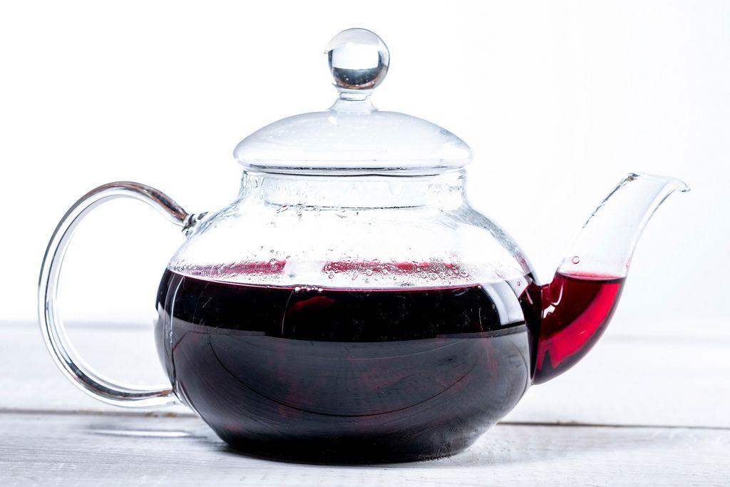 Teapot with hibiscus tea (Flip 2019)