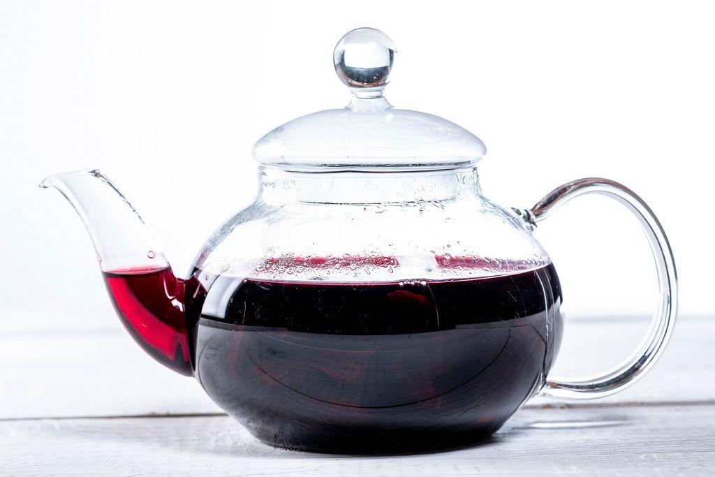 Teapot with hibiscus tea