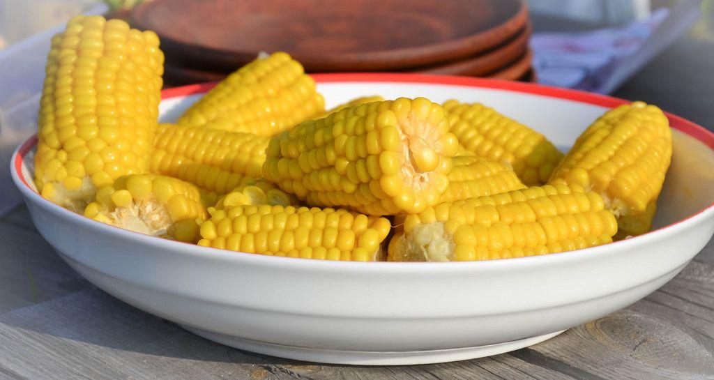 Teller mit Mais