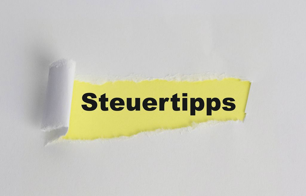 The text Steuertipps appearing behind torn white paper