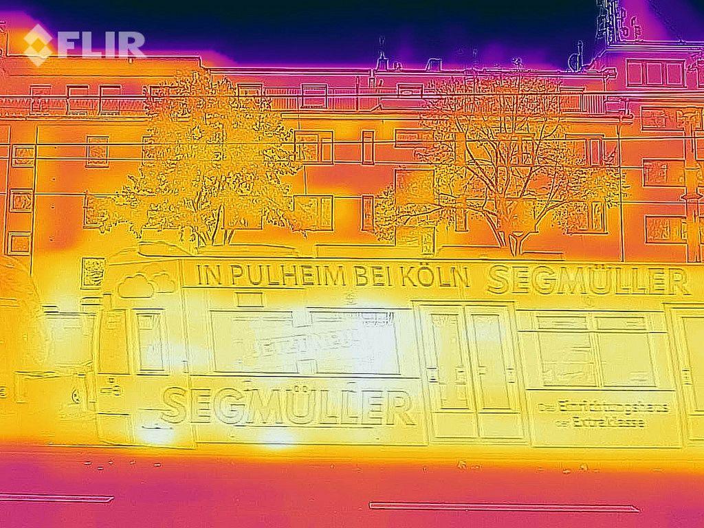 Thermal image of a tram - FLIR infrared camera / iPhone
