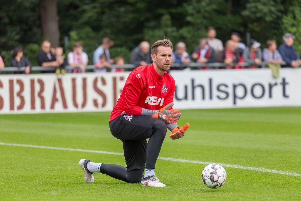Thomas Kessler wirft den Ball zu
