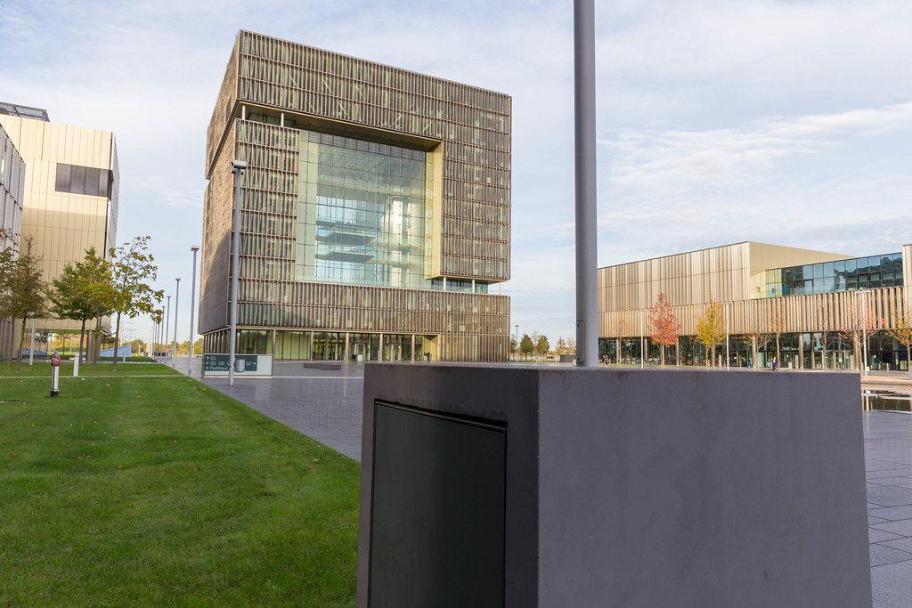 Thyssen Krupp Hauptgebäude im Herzen Essens: Seitenansicht