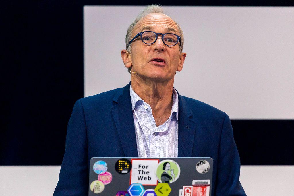 Tim-Berners Lee in der Nahaufnahme auf der Bühne der Digital X in Köln