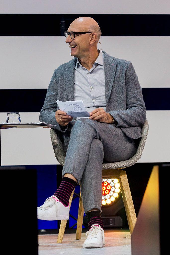 Tim Höttges auf der Bühne der Digital X in Köln