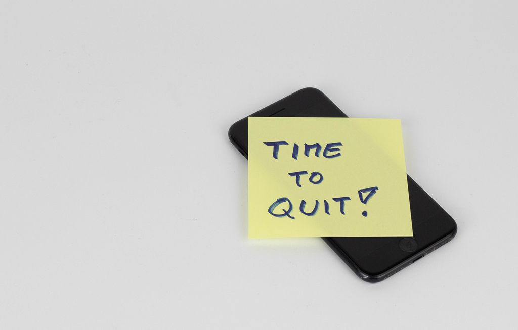 Time to quit written on paper note