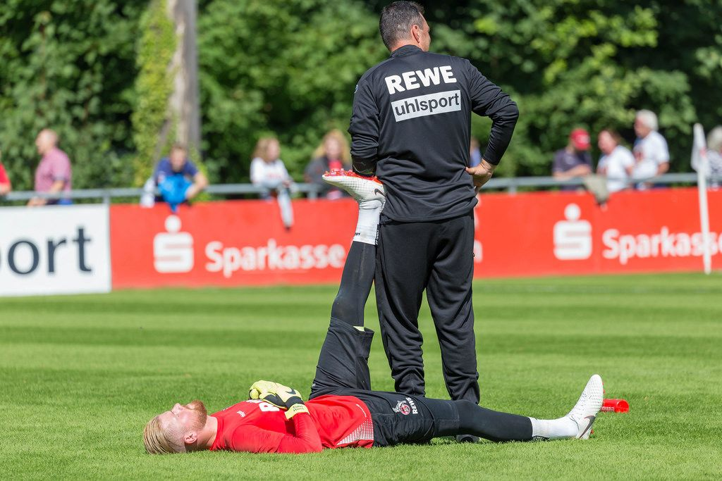Timo Horn stretching before training