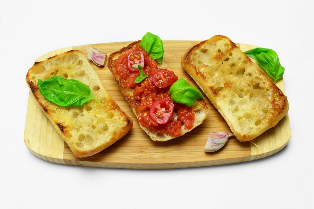 Toasts with tomatoes and garlic