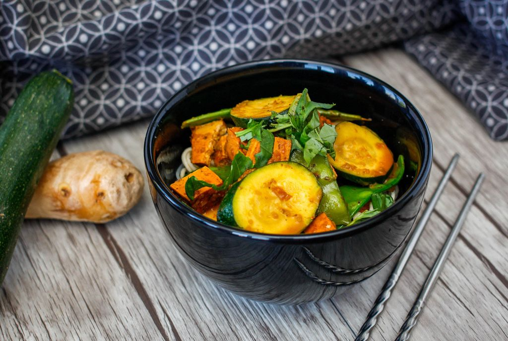 Tofu Stir Fried with Ginger and Zucchini
