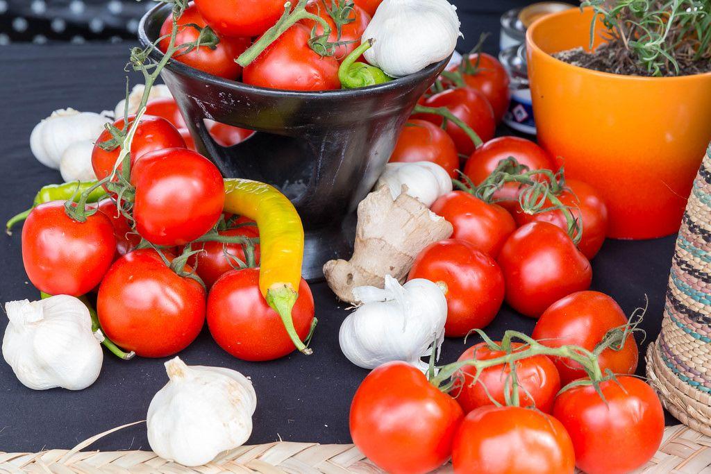 Tomaten, scharfer Paprika und Knoblauch