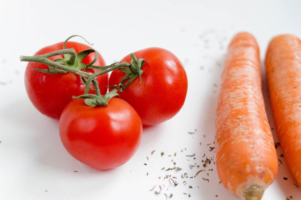 Tomaten und Möhren