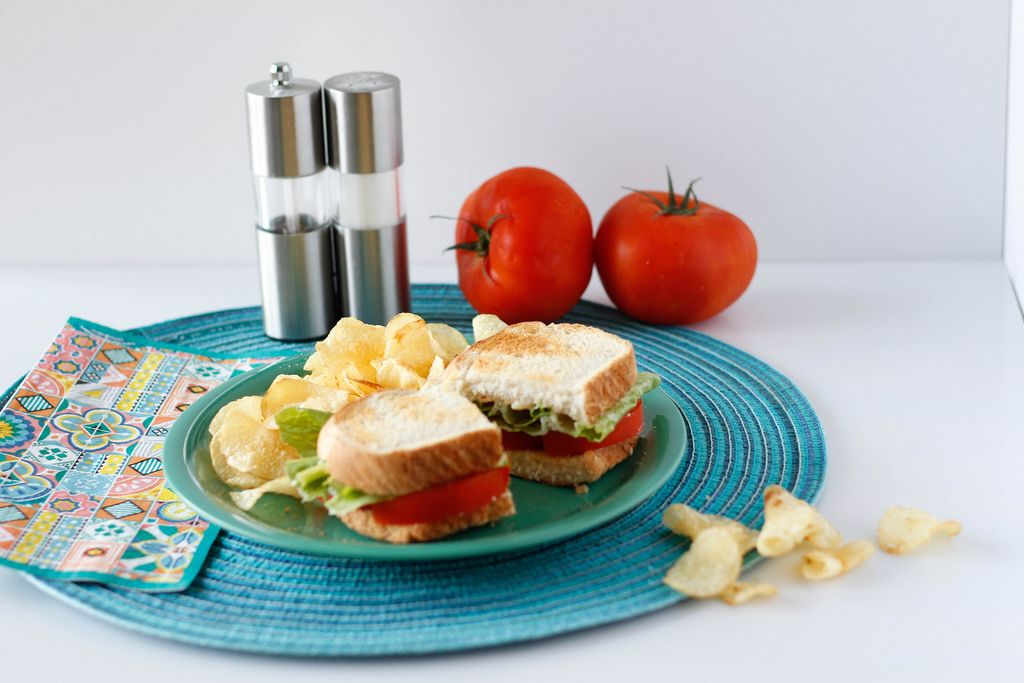 Tomato Sandwich with Chips