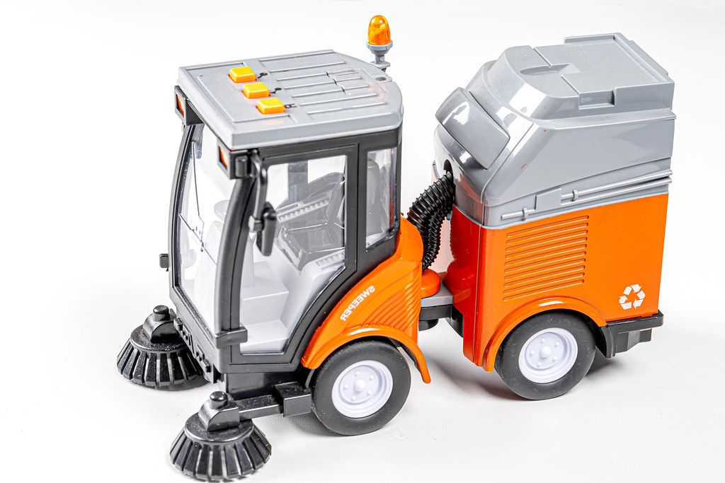 Toy car for cleaning roads and sidewalks (Flip 2019)