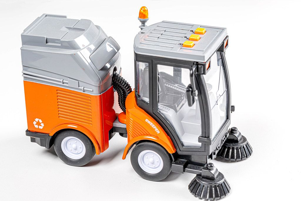 Toy car for cleaning roads and sidewalks