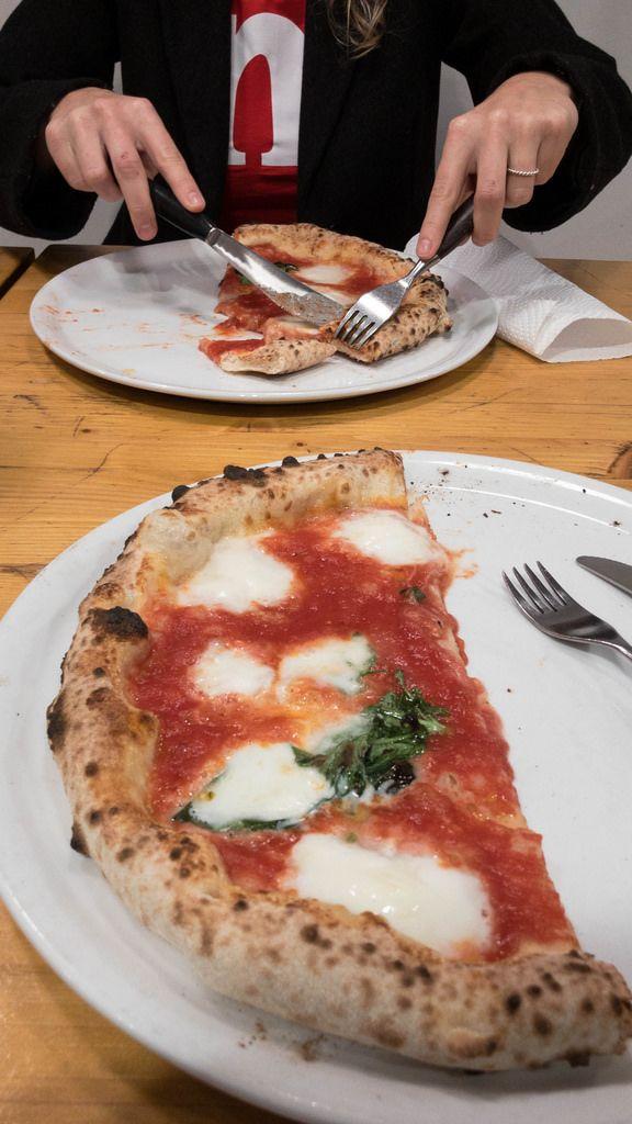 Traditionelle italienische Margherita Pizza im 485 Grad in Köln