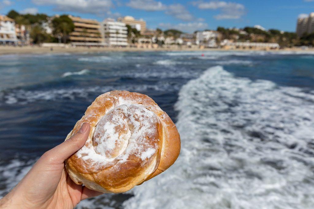 Traditionelle mallorquinische Süßspeise Ensaïmada de Mallorca