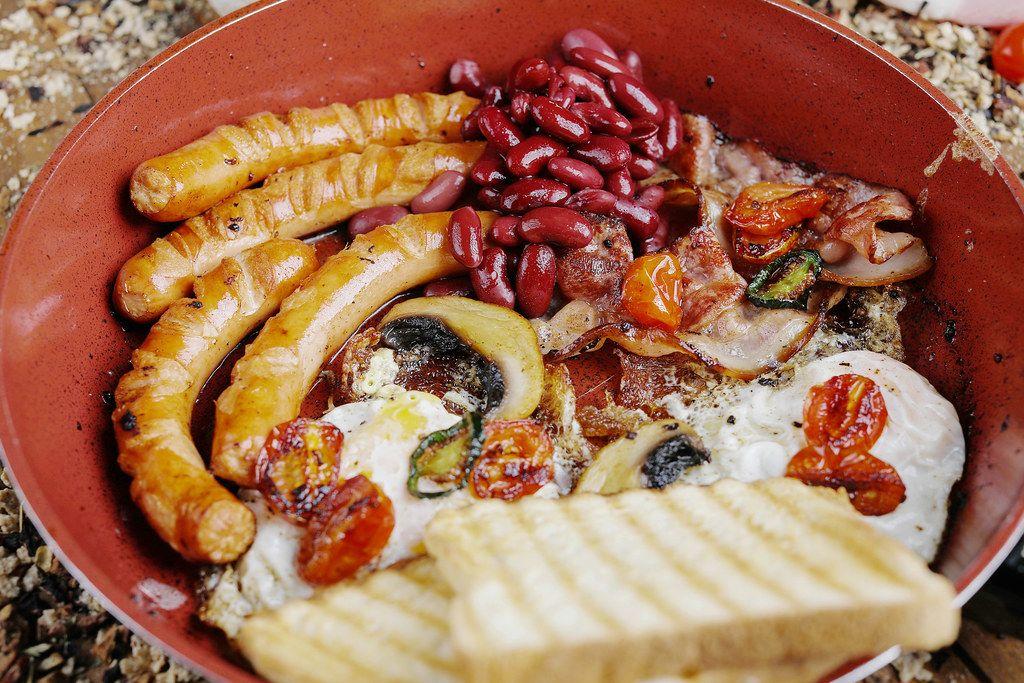 Traditionelles Englisches Menü in einer Bratpfanne Close up