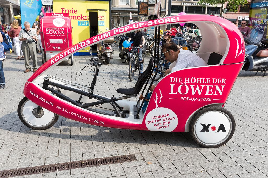 Tricycle with an ad for the pop up store Die Höhle der Löwen