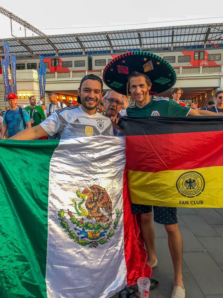 Trikotausch nach dem Spiel gegen Mexiko