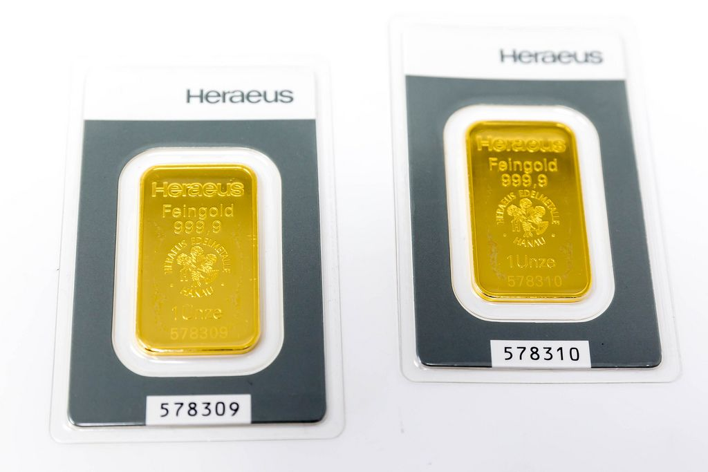 Two bars of 1 ounce Heraeus gold