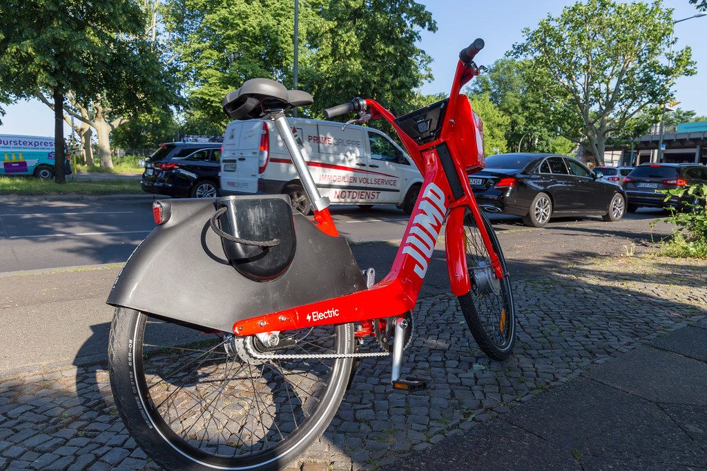 Uber starts business in Berlin with its electric bikes Jump, for a friendly alternative to city traffic