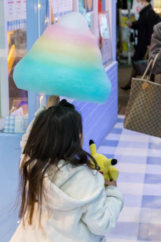 Unicorn: Bunte Zuckerwatte auf der Takashita Street