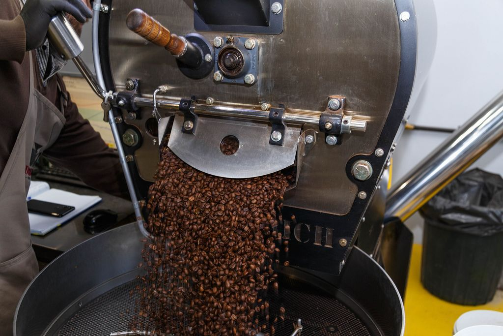Unloading roasted coffee from the coffee roaster machine