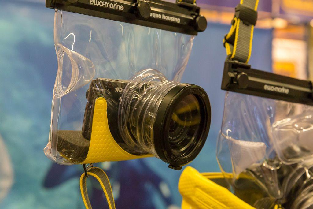 Unterwassergehäuse von Ewa Marine mit Nikon Kamera drinnen an der Photokina in Köln