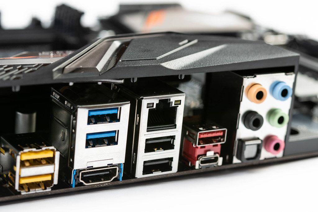 USB  Lan und Audio-Steckplätze und Verbindungen am Motherboard