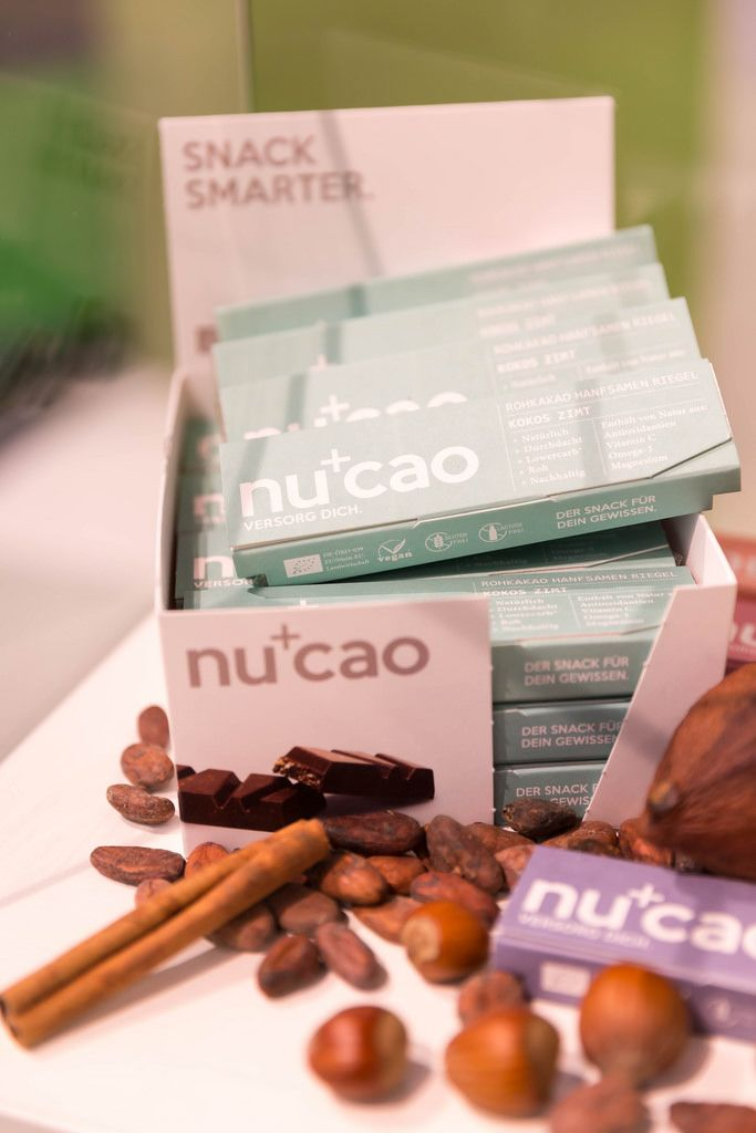 Vanilla, cacao beans, hazelnuts and Nucao chocolate bars