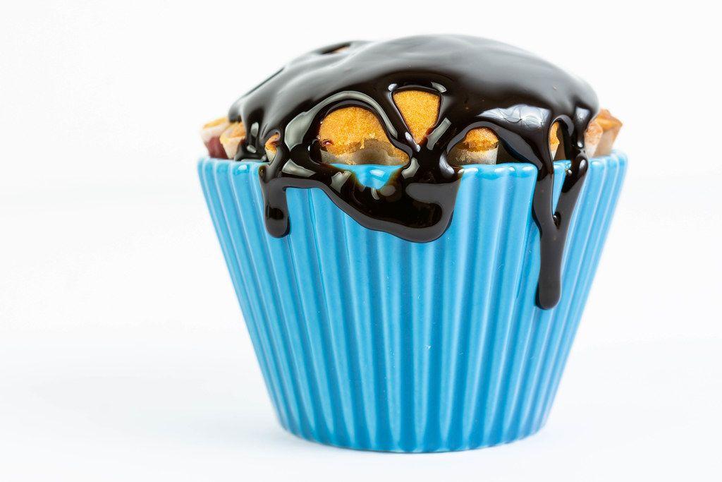 Vanillemuffin mit Schokoladensauce