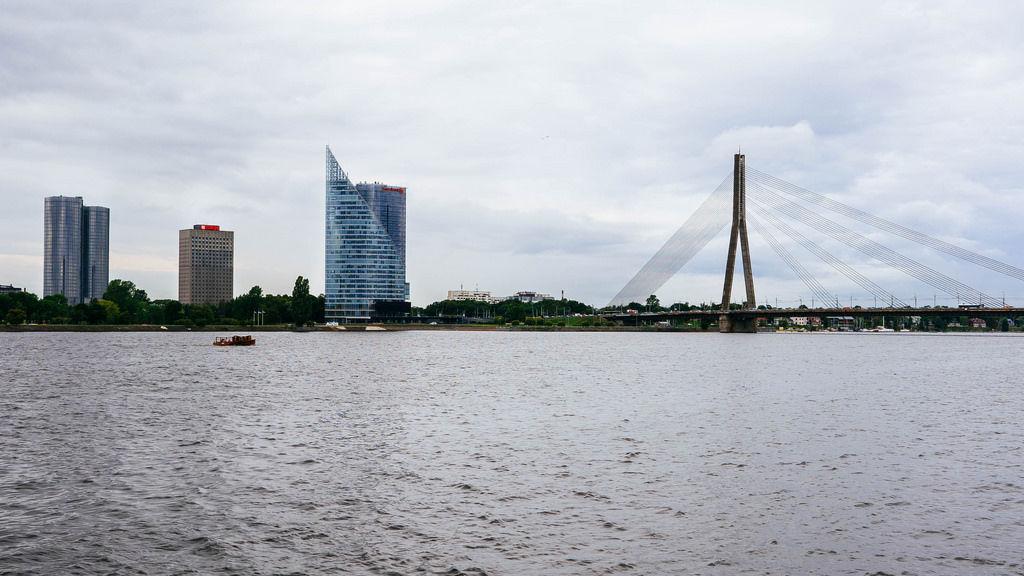 Vansu Bridge and modern buildings / Vansu Brücke und moderne Gebäude