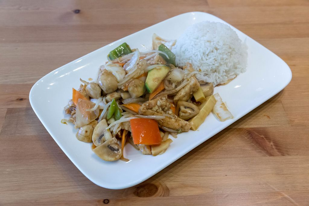 vegan chop suey with tofu, mushrooms, peppers, bean sprouts and rice as a side dish