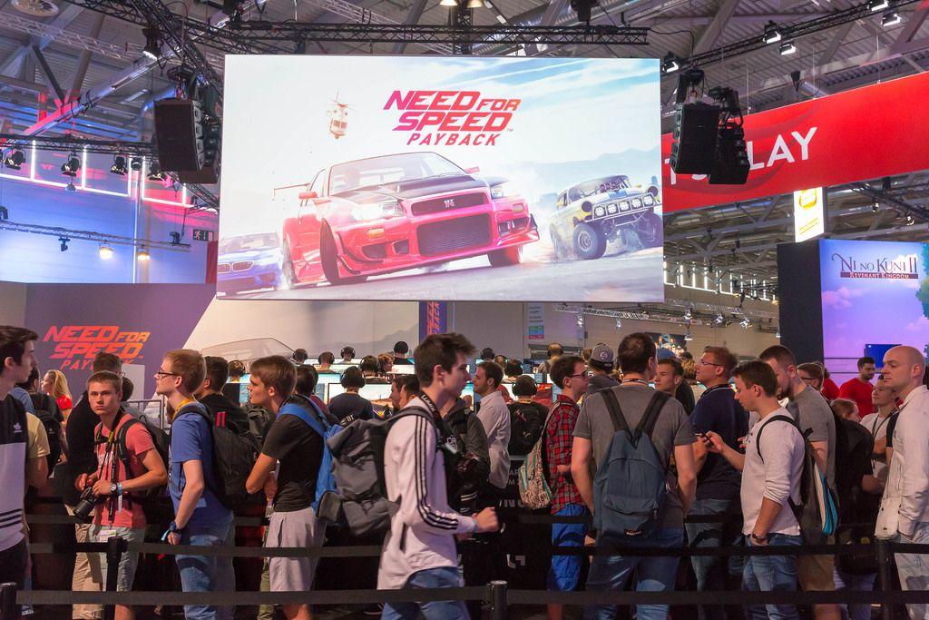 Viele Besucher warten nur darauf Need For Speed Payback anzuzocken - Gamescom 2017, Köln