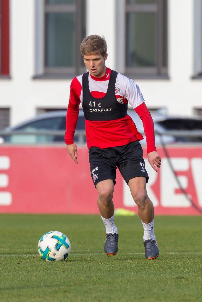 Vincent Koziello lässt den Ball keine Sekunde aus den Augen - Training am 30.01.2018