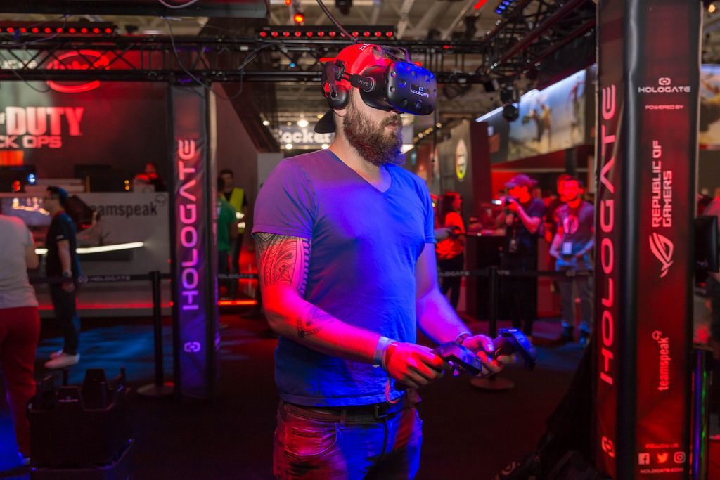Visitor playing Hologate with VR equipment at Gamescom