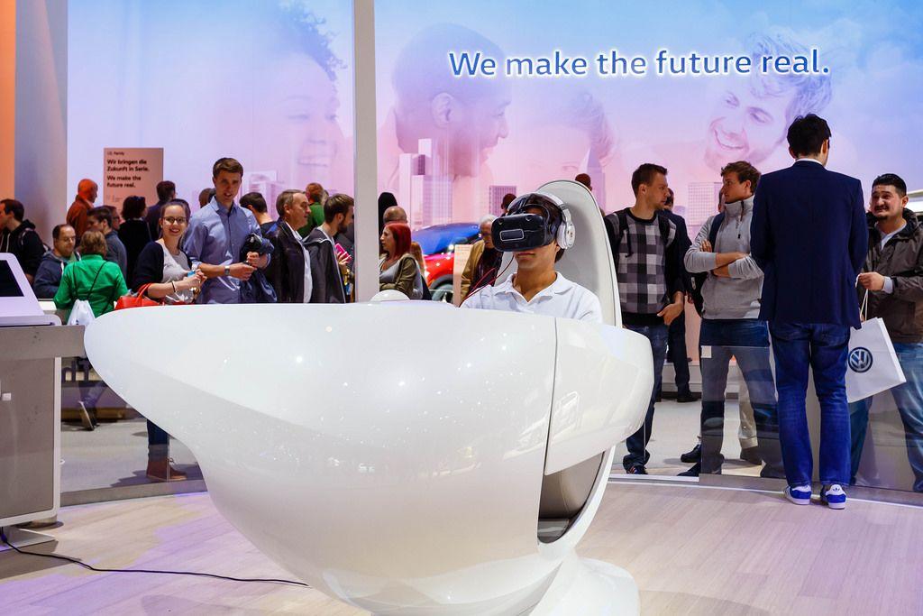 VR-Brillen Stand der Volkswagen Ausstellung bei der IAA 2017 in Frankfurt am Main