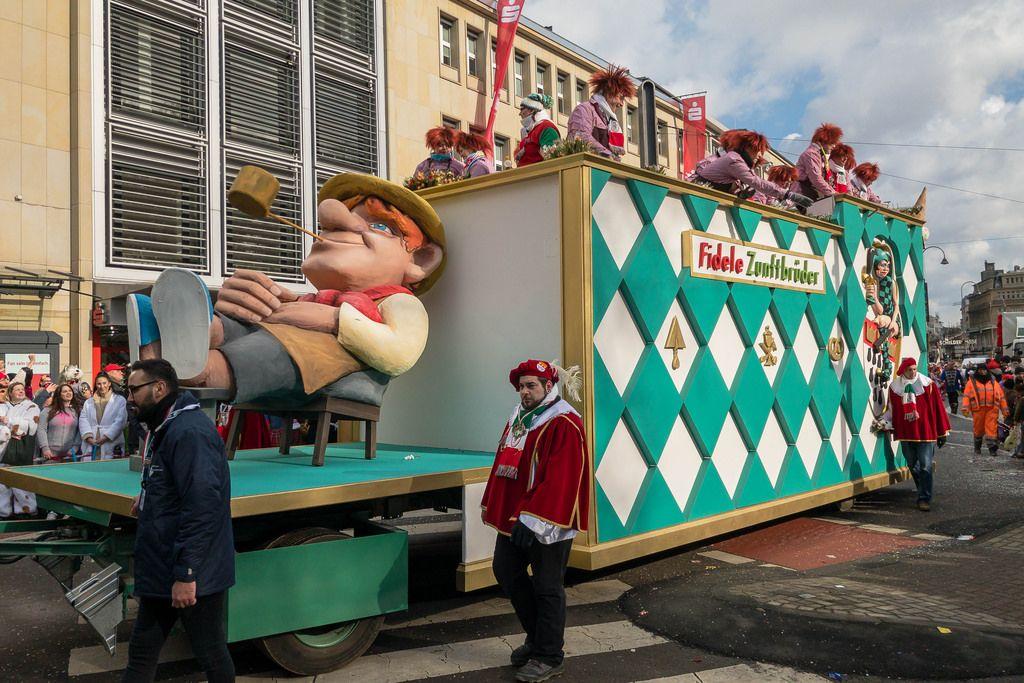 Wagen der Fidele Zunftbrüder beim Rosenmontagszug - Kölner Karneval 2018