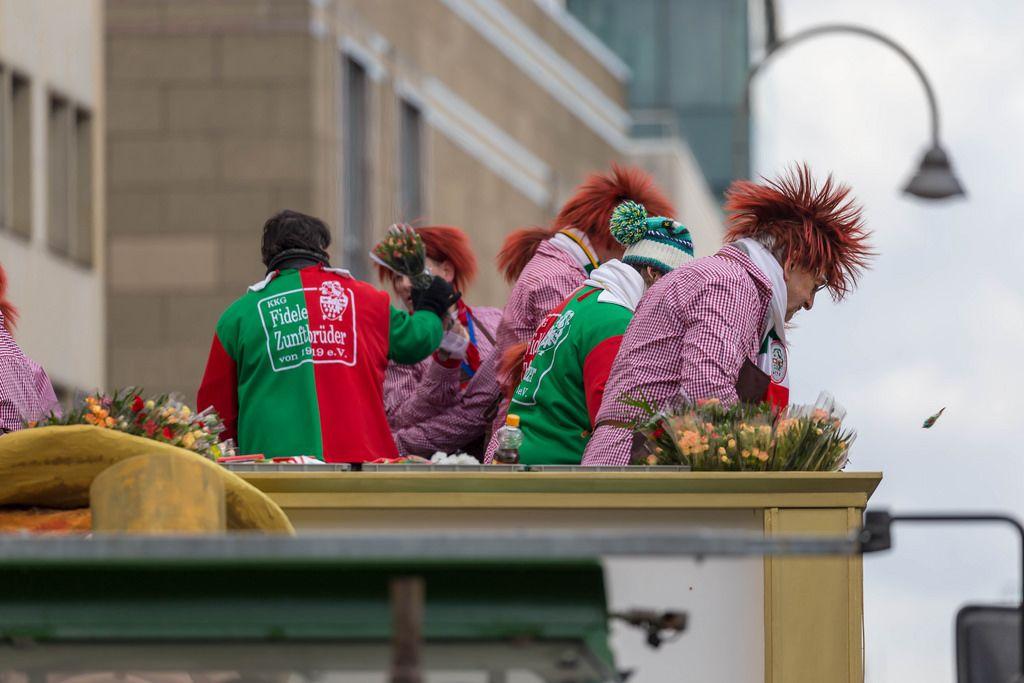 Wagen der KKG Fidele Zunftbrüder beim Rosenmontagszug - Kölner Karneval 2018