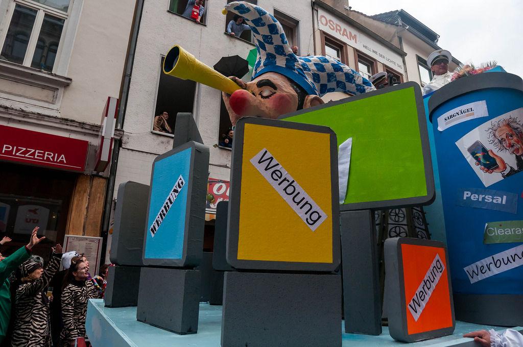Wagen: Die neuen Werbetafeln  in Köln