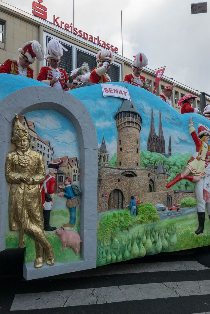 Wagen mit der Aufschrift Senat - Kölner Karneval 2018
